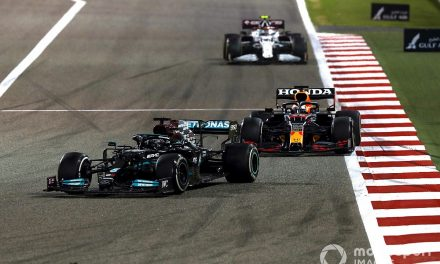 "Verstappen ""preferred"" penalty to letting Hamilton past in F1 Bahrain GP"