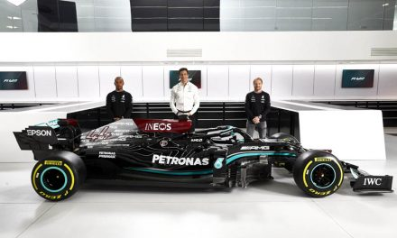 """Mercedes isn't """"flirting"""" with other drivers, insists Wolff"""