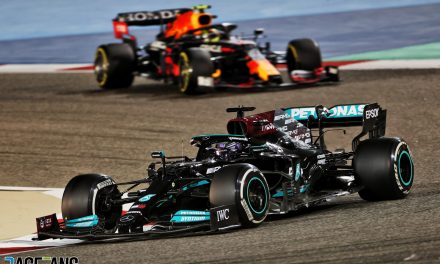 Hamilton resists Verstappen to deny Red Bull victory in Bahrain GP nail-biter · RaceFans