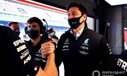 Mercedes not worried about Red Bull's F1 recruitment drive